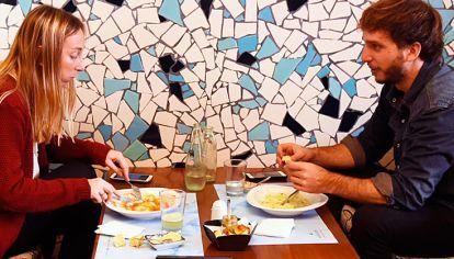 Comer afuera. Ya dejó de ser un problema. Sintaxis es un restó de Palermo que comenzó siendo un almacén de productos sin TACC y ante la demanda no paró de crecer.