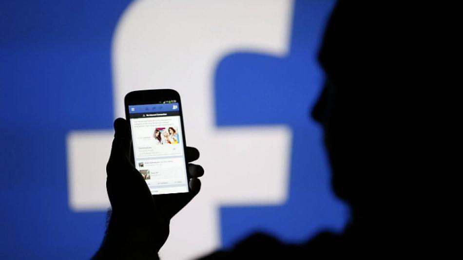 Debate por el manejo de Facebook de los anuncios publicitarios.