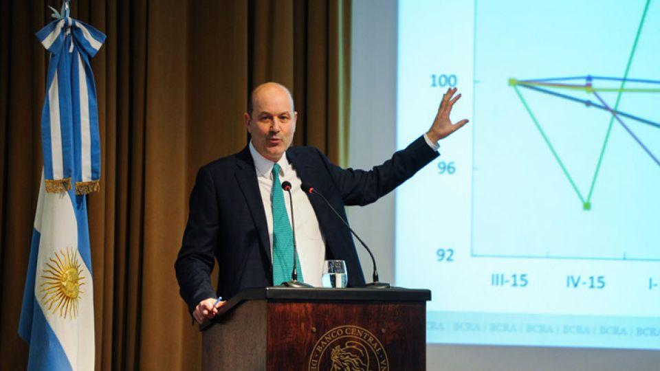 Federico Sturzenegger, presidente del Banco Central, presentó el Informe de Política Monetaria