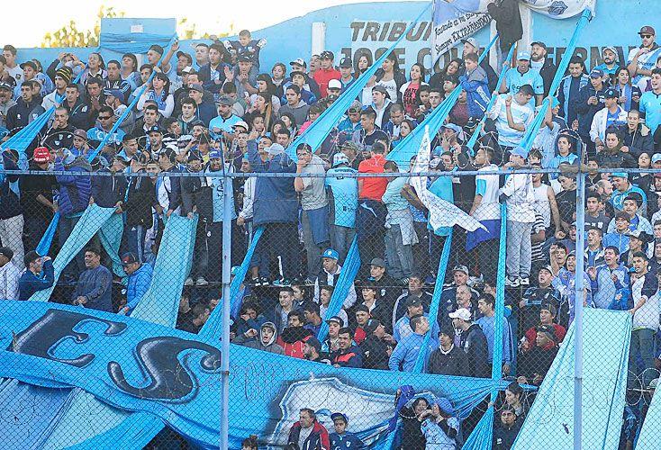 A gasoil. La barra del club, que se autodenomina Los Inmortales, ya generó la renuncia de su ex presidente, Hernán Lewin.