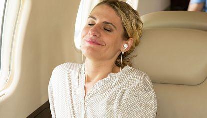 Omm. Air France tiene un plan de mindfulness a bordo. Las apps Headspace y Sky Guru.