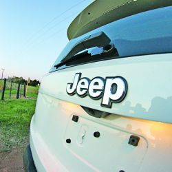 jeep-renegade-sport-at-10