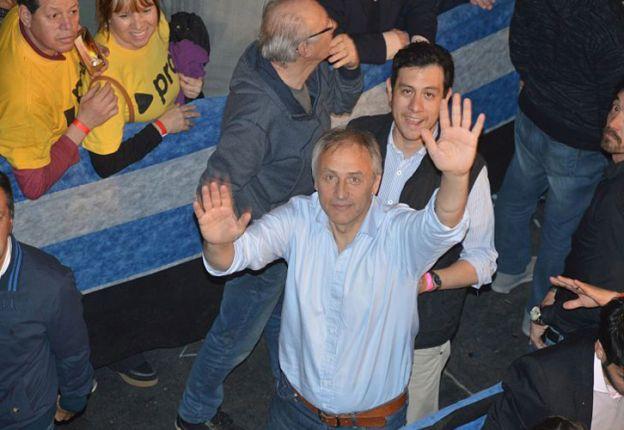 Héctor Baldassi ya festeja en el bunker de Cambiemos en Córdoba.