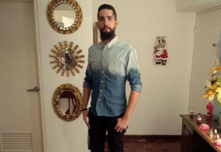 Ángel Eduardo es chef y trabaja en un restaurante.