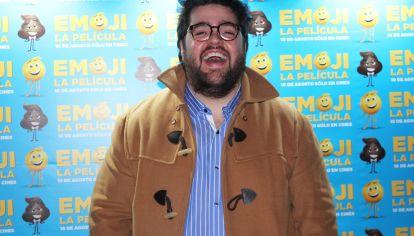 Dario Barassi le pone la voz a Popo en Emoji la película