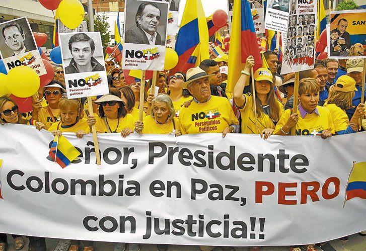 Ejemplo. El resultado del referéndum colombiano no fue previsto por los sondeos.