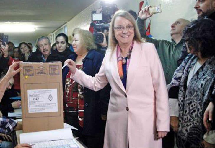 Vota la gobernadora Alicia Kirchner
