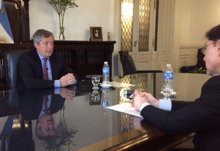 Monzó durante la entrevista con Jorge Fontevecchia