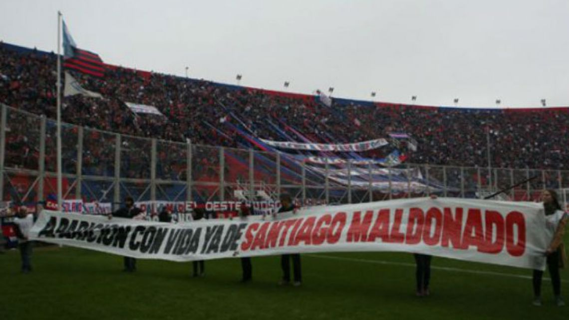 A banner demanding the re-appearance of Santiago Maldonado, who went missing over one month ago, is held up before San Lorenzo's opening match of the Superliga season last weekend.