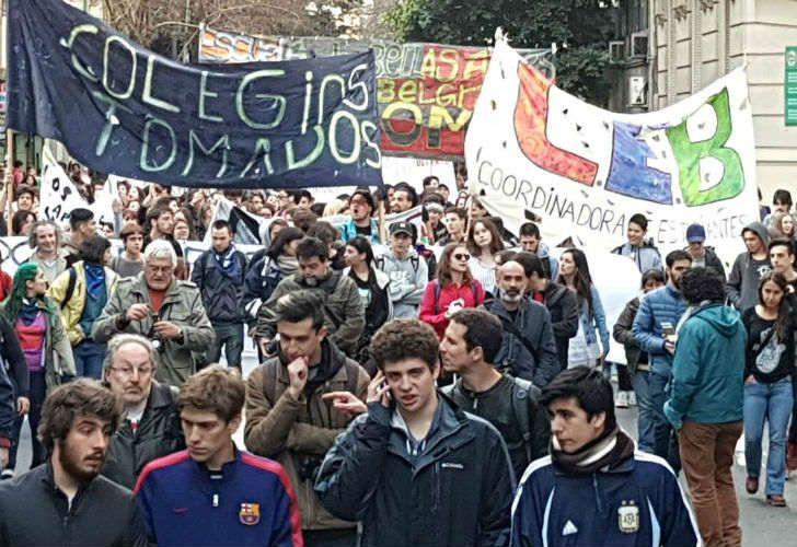 0915_colegios_tomados_g