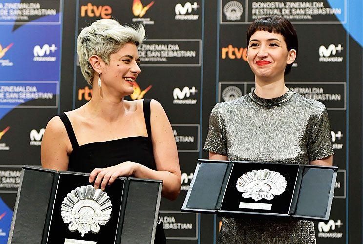 Ganadora. Ayer, Sofía Gala y su directora Anahí Berneri, felices con sus respectivos premios.