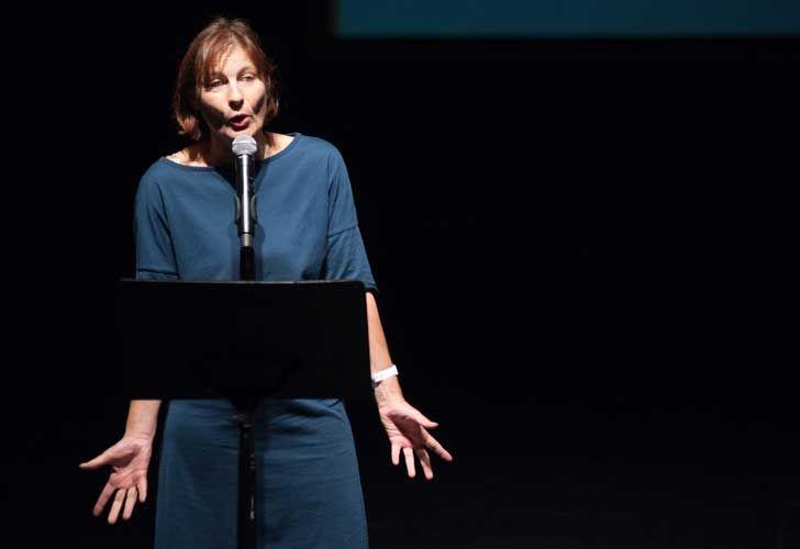 ProHelvetia presentó el programa de intercambio cultural. Sabina Schwarzenbach, directora interina de Pro Helvetia.