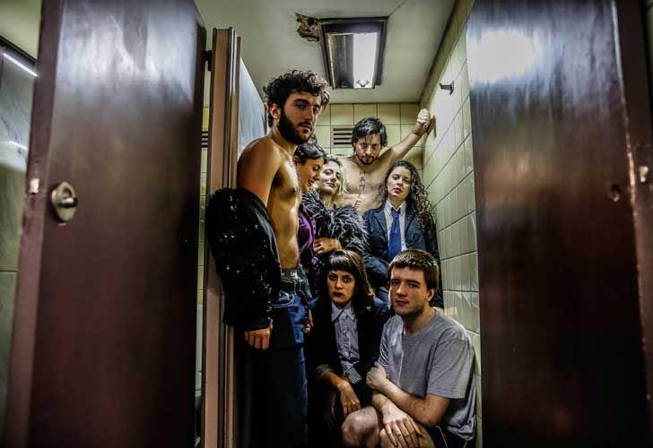 ProHelvetia presentó el programa de intercambio cultural. Pro Helvetia apoya la escenografía hecha por SvenKrêter en el estreno de 38SM Shakespeare Material.