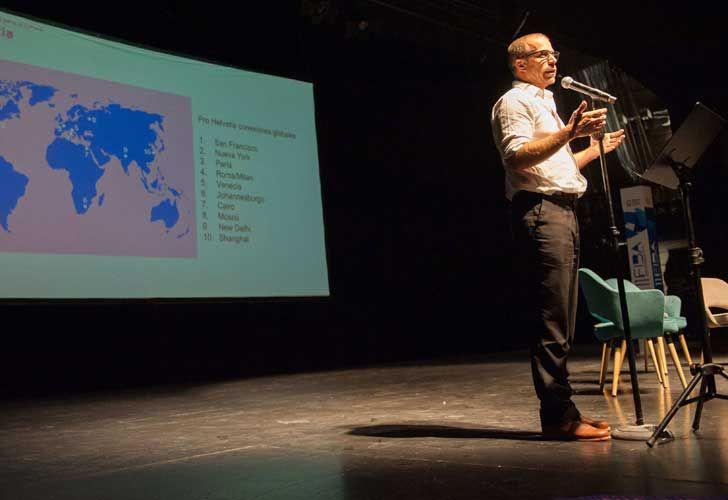 ProHelvetia presentó el programa de intercambio cultural. Jasper Walgrave (coordinador general de Coincidencia).