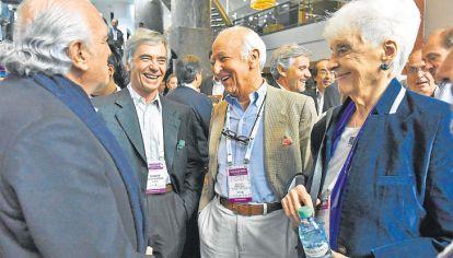 De regreso. Gil Lavedra, Carlos Blaquier (h), Santiago Soldati y Garciela Fernández Meijide, en un break en el Sheraton marplatense.