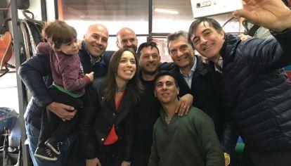 Esteban Bullrich, junto a a la gobernadora María Eugenia Vidal y el presidente Mauricio Macri de recorrida de campaña.