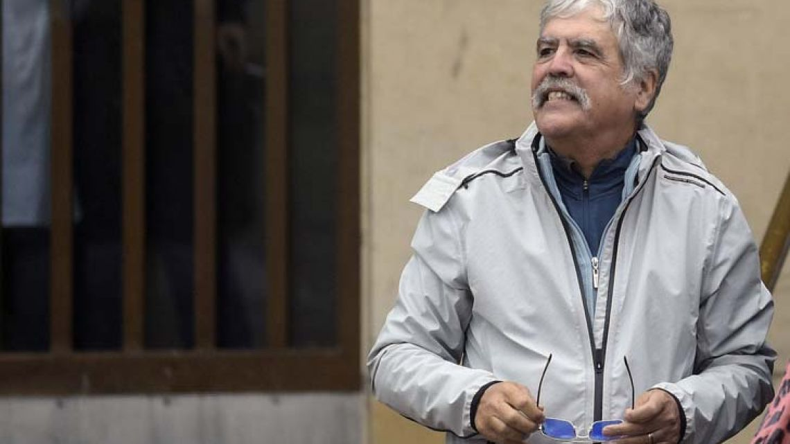 Former Planning minister Julio De Vido (2003-2015) waits at the entrance of the Comodoro Py courthouse. / AFP