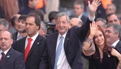 La gestión de Kirchner como presidente y armador político durante el mandato de Cristina Fernández polarizó los sentimientos del país.