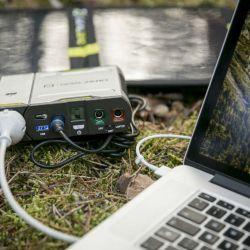goalzero-sherpa-50-solar-kit- cargando una laptop