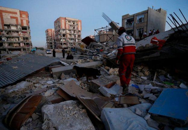 El número de muertos en el terremoto en la frontera entre Irak e Irán aumentó a 328 y además hay 2.528 heridos.