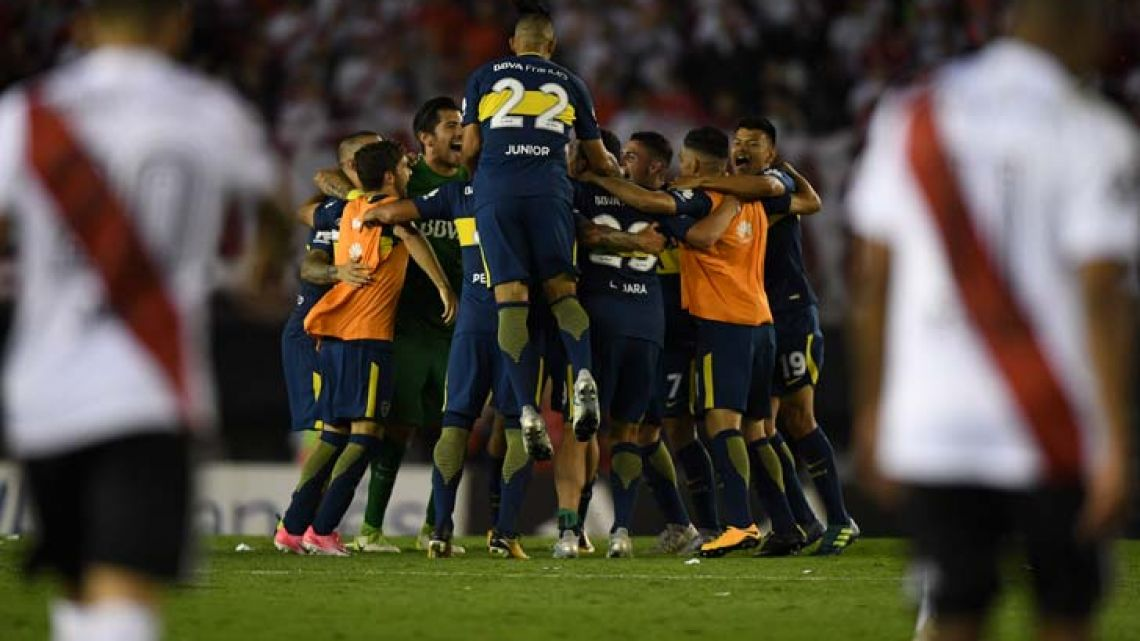 Boca Juniors players celebrate after defeating 2-1 River Plate in the Superclásico at the Monumental last Sunday.