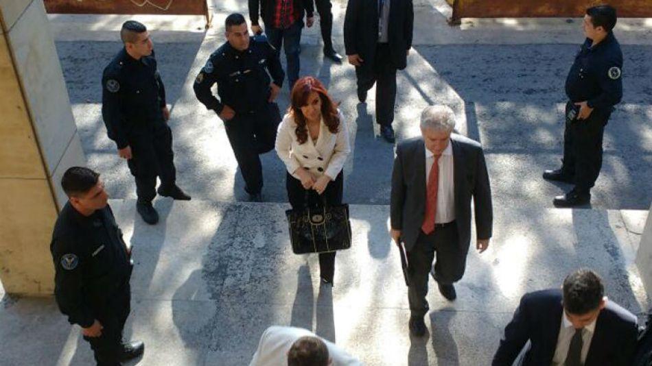 Cristina en los tribunales federales de Comodoro Py.