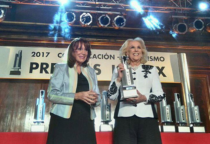De la mano de Magdalena Ruiz Guiñazú, Mirtha Legrand recibió una mención especiual