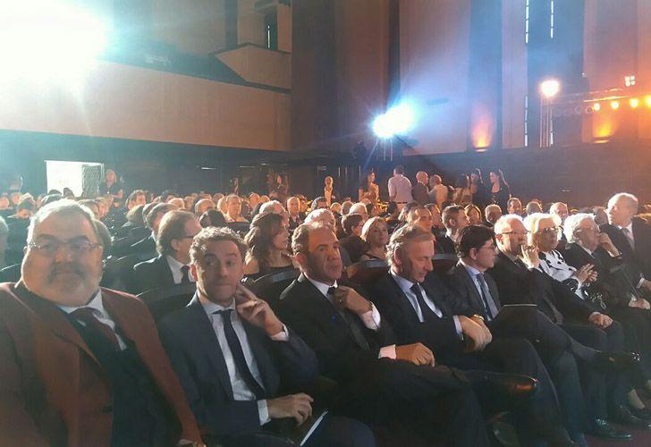 Los periodistas, en la primera fila del público