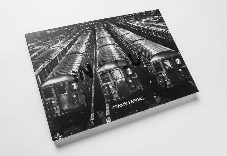 El libro In & Out, de Joakin Fargas.