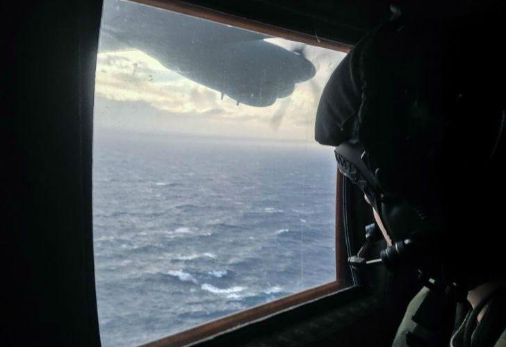 Aviones C-130 basados en Malvinas que asisten en la búsqueda del submarino.