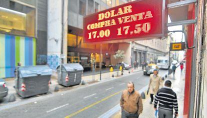 Competitividad. Estaba a $ 16,10 en enero. Se devaluó 8% contra una inflación de casi 20%. Así, es más difícil exportar.