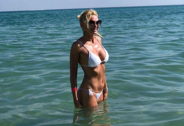 Yanina Latorre se muestra en familia en las playas de Miami
