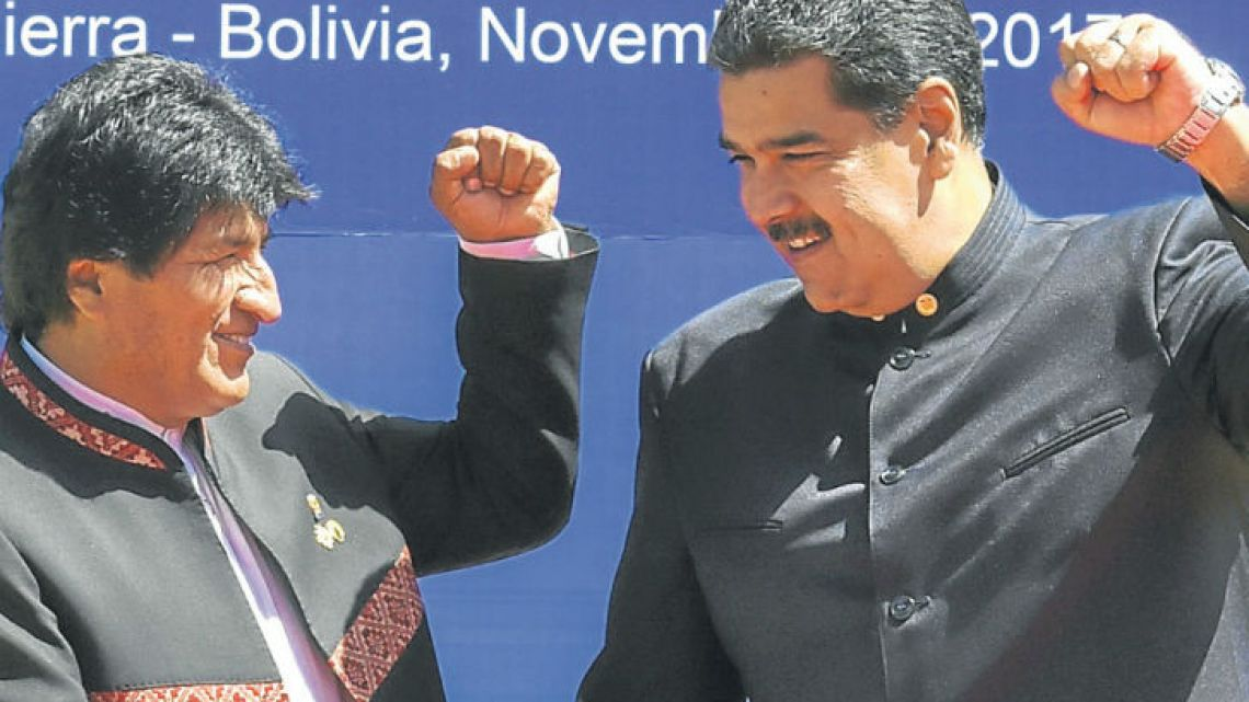 Bolivia President Evo Morales (left) poses for photographs with his Venezuelan counterpart Nicolás Maduro during a summit in Santa Cruz de la Sierra, Bolivia, last week.