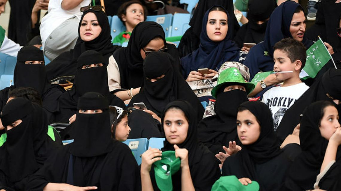 At last, women at Arabia Saudita were allowed to go to football matches.