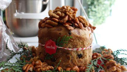 Regina Vaena ( nucha) nos muestra cómo hacer el pan dulce genovés