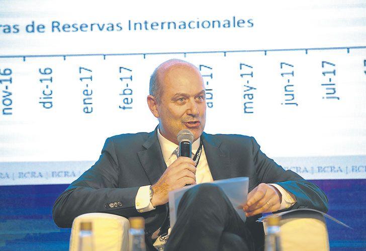 EN FOROS. Sturzenegger, habitué de exposiciones económicas, recibe críticas en el gabinete.