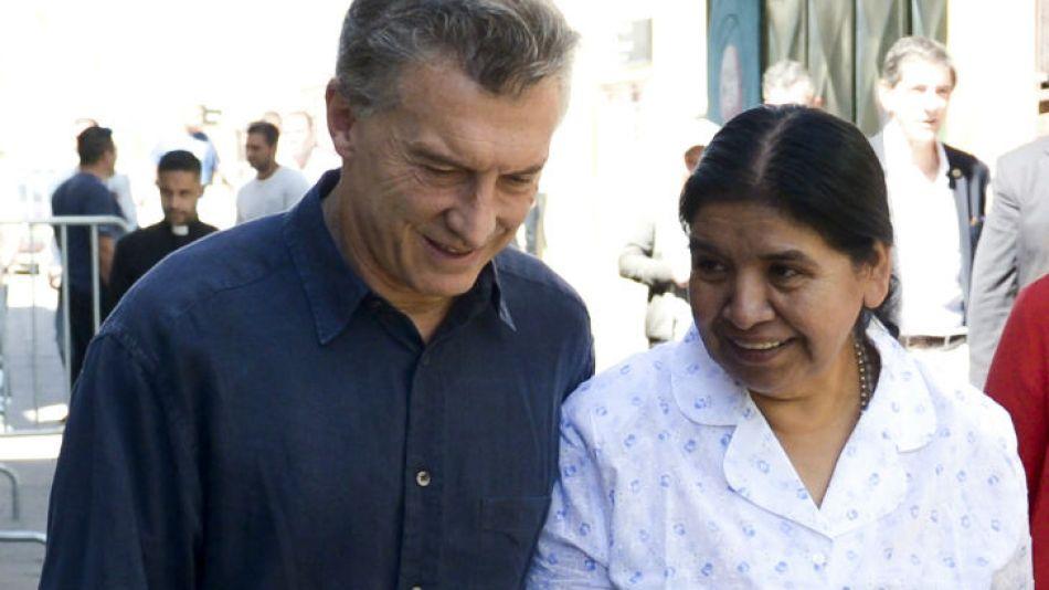 """Como es tradición, Macri visitó el comedor comunitario """"Los Piletones"""" de Margarita Barrientos."""
