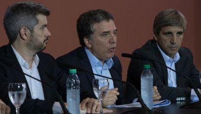 El jefe de Gabinete, Marcos Peña, el ministro de Hacienda, Nicolás Dujovne, y el ministro de Finanzas Luis Caputo.