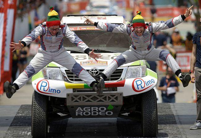 Benavides, a tiro de Van Beveren — Rally Dakar