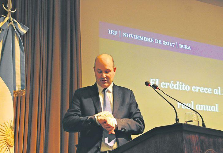 Firme. Sturzenegger quedó golpeado por la actualización de la meta de inflación pero planifica su participación en Basilea.