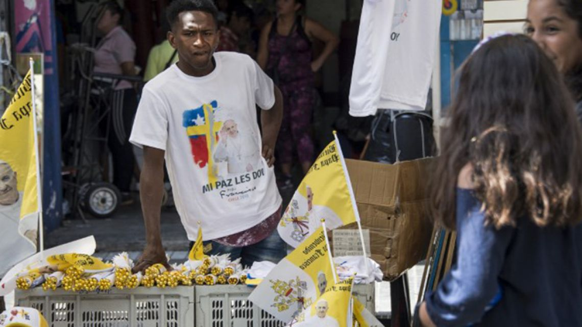 Street sellers across Chile are readying for an influx of tourists as preparations continue for Pope Francis' official visit.