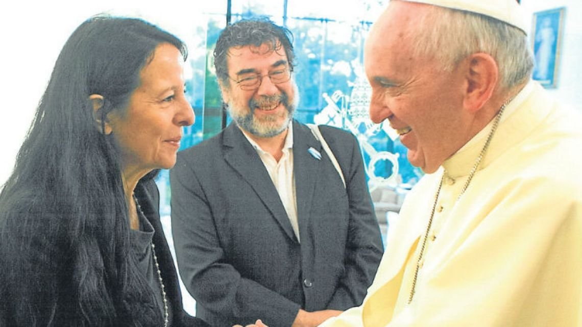 Ana María Careaga meets with Pope Francis in Paraguay in 2015.