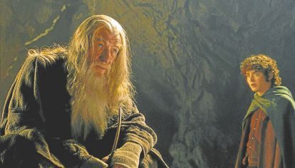 """Norte. """"Hay que decidir qué hacer con el tiempo concedido"""", le dice Gandalf a Frodo."""