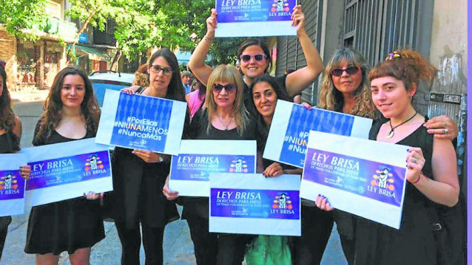Desde la Casa del Encuentro reclaman para que el beneficio para hijos víctimas del femicidio se aplique en todo el país y no sólo en Ciudad de Buenos Aires.
