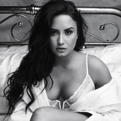 0215_Demi_Lovato_g