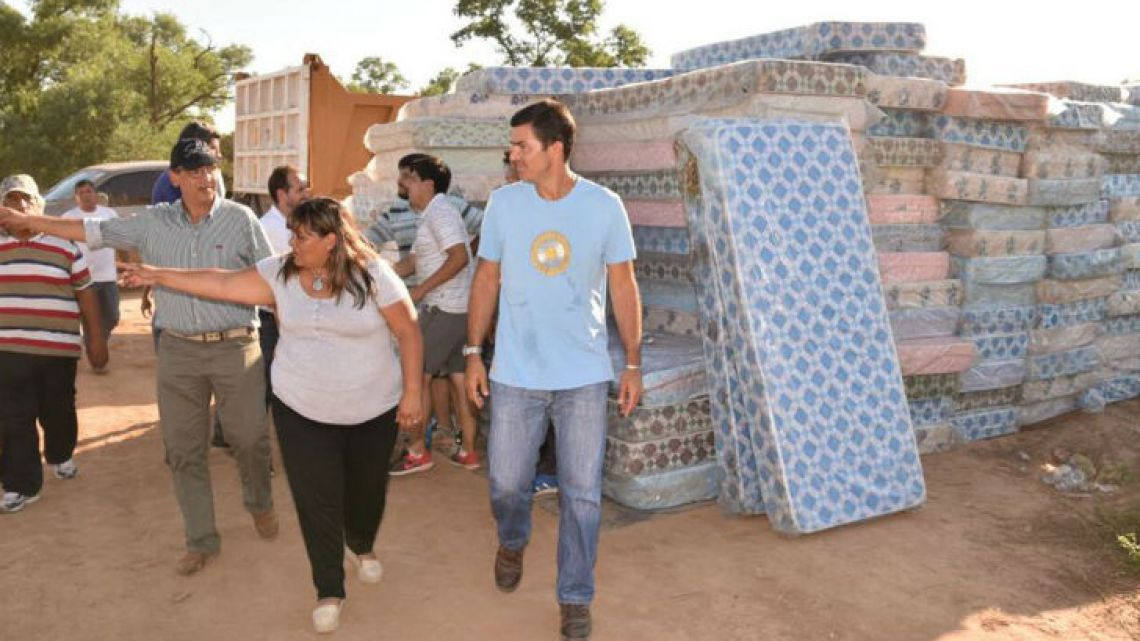Salta Governor Juan Manuel Urtubey visits areas affected by the flooding in northern Argentina and neighbouring countries.