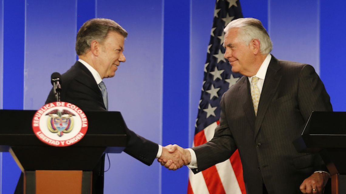 Colombian President Juan Manuel Santos, left, shakes hands with US Secretary of State Rex Tillerson during a joint press conference after a meeting at the presidential palace in Bogotá, Colombia on Tuesday.