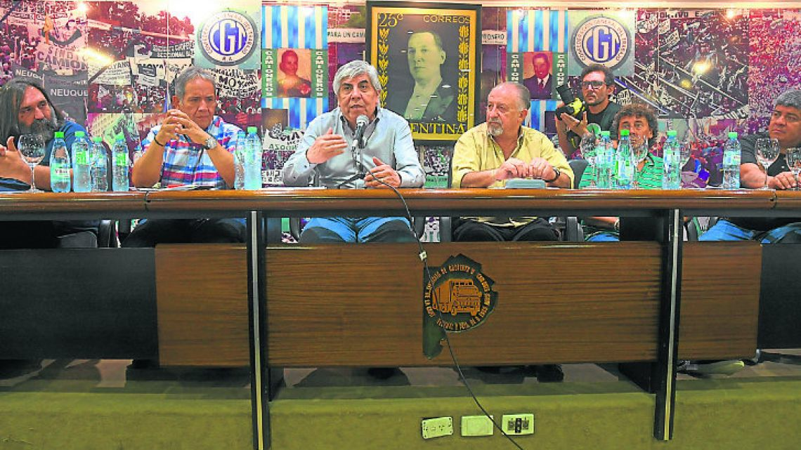 Hugo Moyano (centre), pictured at a press conference this week.