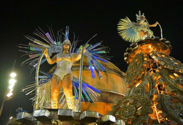 Las Mejores Imágenes De La Primera Noche Del Carnaval De Río
