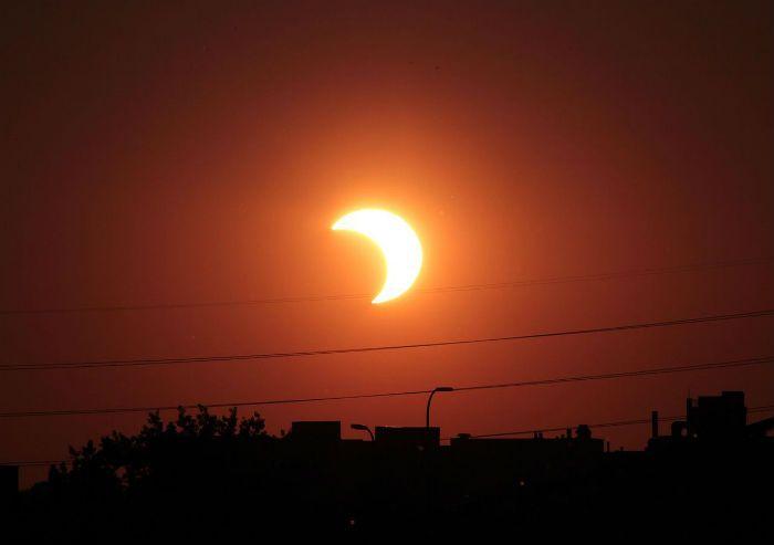 Mañana por la tarde se verá cómo la Luna tapa al Sol